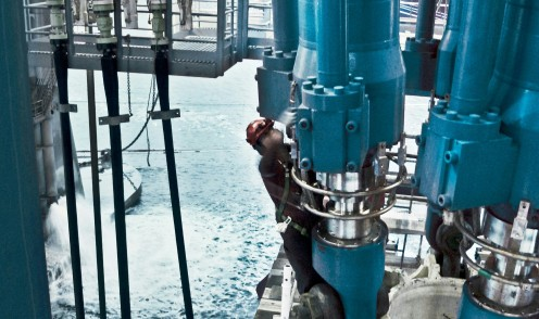 Bosch Rexroth delivers various drilling systems to ensure highly reliable and safe operations in the offshore industry.